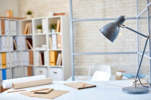 iluminação-para-escritórios-luminaria-de-mesa-blog-eurolume