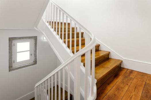 idosos-iluminação-eficiente-para-idosos-nas-escadas-blog-eurolume